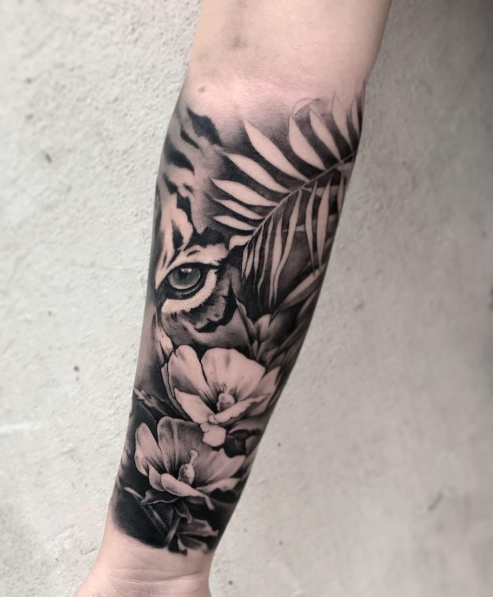 Agata Brekiesz inksearch tattoo
